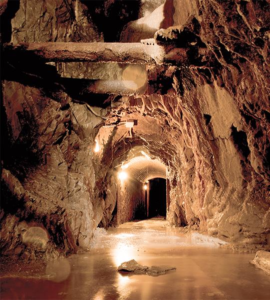 Interior de una mina en Bellmunt del Priorat
