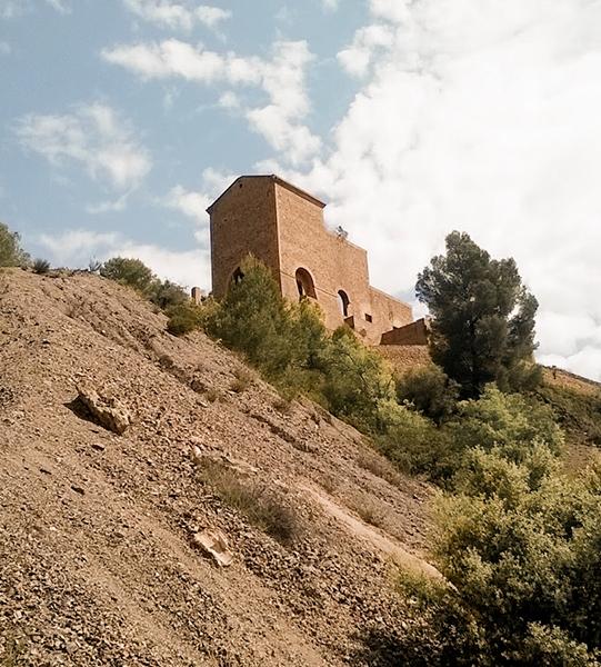 Montículo de tierra cerca de Bellmunt del Priorat