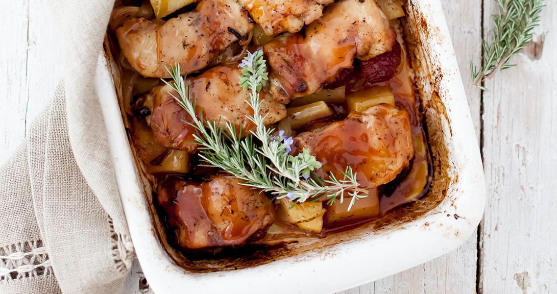 Pollo al horno con ciruelas